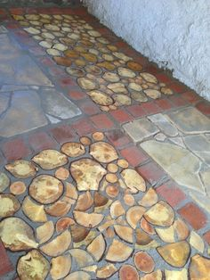 first type cordwood floor.beside sandstone and used bricks in concrete Source by [post_tags End Grain Flooring, Pallet Floors, Transition Flooring, Playground Flooring, Rustic Bathroom Designs, Wood Sticks, Building Systems, Green Architecture, Arquitetura