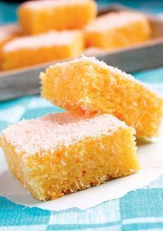 Bolo De Rulao (Semolina Cake) Recipe - Bolo de Rulao is a coconut and semolina cake which is also called Bolo de Batica.This is a Goan cake recipe. In Portuguese language 'bolo' means cake. Dessert Sans Gluten, Gluten Free Desserts, Gluten Free Recipes, Goan Recipes, Greek Recipes, Cooking Recipes, Food Cakes, Cupcake Cakes, Tortas Low Carb
