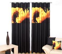 Zasłona sypialniana koloru czarnego z pomarańczowymi słonecznikami