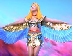 """Katy Perry Stole Her """"Dark Horse"""" Outfit From """"He-Man"""" [VIDEO]"""