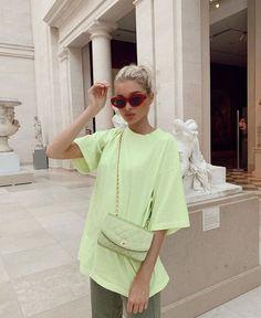 Elsa Hosk in einer der heißesten Farben des Sommers geschmückt Celebrity Summer Style, Celebrity Style Dresses, Celebrity Style Guide, Celebrity Style Inspiration, Mode Inspiration, Style Summer, Elsa Hosk, Hailey Baldwin, Look Star