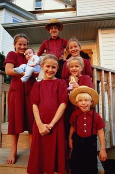Stock Photo : USA, Pennsylvania, Amish children on house steps, portrait Amish Town, Amish Country Ohio, Amish Pennsylvania, Amish Family, Amish Farm, Ontario, Church Fellowship, Amish Culture, Holmes County
