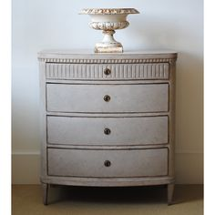Gustavian chest from Tone on Tone