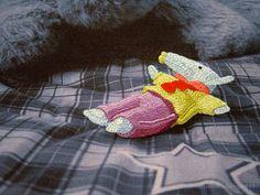 Cinco bordados a mano sobre transfer fotográfico en tela de algodón. #embroidery