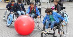 Erst fragen, dann helfen! - Umgang mit Behinderten - Hier findest du einige Tipps im Umgang mit behinderten Menschen.