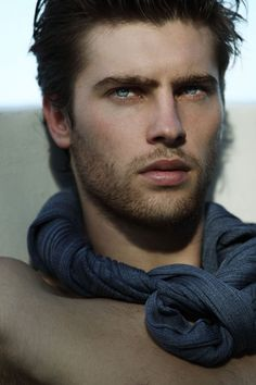 Cabelos Negros, olhos Azuis from the story Personagens **Fechado by Laris_Unicorn (Larissa Santos) with 929 reads. Beautiful Men Faces, Gorgeous Eyes, Most Beautiful Man, Male Eyes, Male Face, Male Makeup, Attractive Men, Good Looking Men, Male Beauty