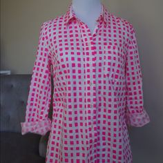 GAP white button shirt with bright pink squares Loose button shirt, looks great with leggings and tight jeans GAP Tops Button Down Shirts