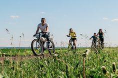 Rent Hybrid Bikes on Ile d'Orleans Beautiful Roads, Beautiful Landscapes, Tandem, Scooters, Electronic Bike, Saint Lawrence River, Bike Path, Beaux Villages, Tours