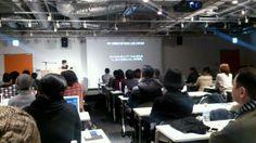 【イベント中継】『装苑』『ハイファッション』編集部に在籍されていた、西谷真理子さんの講演です。テーマは「ファッションの未来性」。ファッションのイノベーションに必要な2、3の事柄、というスライドが出てきました。