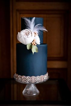 Hochzeitstorten modern Love Has No Labels - Alternative Wedding Inspiration, A Celebration of the Century Wedding Cake Decorations, Wedding Cake Designs, 1920s Wedding Cake, Tweed Wedding, Beautiful Wedding Cakes, Gorgeous Cakes, Alternative Wedding Inspiration, Cupcake Cakes, Cupcakes