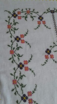 A motif for stitching a Christmas tablecloth or other things related to the great Christian holiday Cross Stitch Boarders, Cross Stitch Flowers, Cross Stitch Designs, Cross Stitching, Cross Stitch Embroidery, Cross Stitch Patterns, Hand Embroidery Design Patterns, Flower Patterns, Palestinian Embroidery