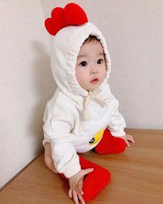 Cute Girl Pic, Cute Baby Boy, Cute Little Baby, Lil Baby, Cute Baby Clothes, Little Babies, Cute Kids, Baby Kids, Cute Asian Babies