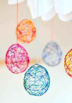 Make string Easter eggs with balloon assistance by following this craft project.