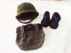 Conjunto confeccionado em crochê em fio próprio para bebê  Composição gorro,tapa fralda e botinhas  Cor verde militar  Tamanho RN/ 1 a 3/3 a 6 meses