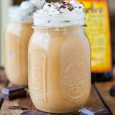 10 Tasty Twists on Iced Coffee including *HEALTHY* Frappuchino and Pumpkin Spice ideas!  #healthy #drinks #coffee