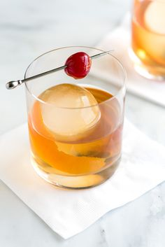 The Old Fashioned is a serious cocktail and it is one you really should know how to make at home. Recipe on inspiredtaste.net | @inspiredtaste