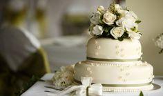 миниатюрный аккуратный свадебный торт