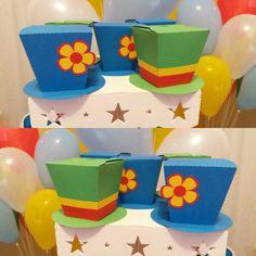 Caixinha Chapéu Patati e Patatá.    Caixa tipo sushi para guloseimas ou lembrancinhas em formato de chapéu.  Feito em papel colorplus colorido 180g