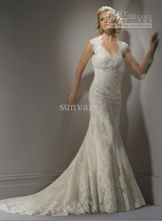 Elegant Lace ~ So Pretty. Not sure about the mermaid style, but I love everything else about the dress.