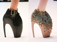 Alexander McQueen armadillo shoe-I could probably never afford these shoes,but would so wear the shit out of them if I could! Crazy Shoes, Me Too Shoes, Weird Shoes, Ugly Outfits, Alexander Mcqueen Shoes, Ugly Shoes, Shoe Art, Unique Shoes, Mode Style