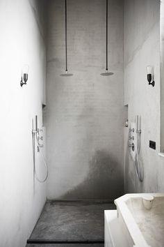 James van der Velden www.bricksamsterdam.com Bathroom Spa, Small Bathroom, Roll Top Bath, Public Bathrooms, Tadelakt, Porch Lighting, Take A Shower, Bathroom Interior Design, Beautiful Bathrooms