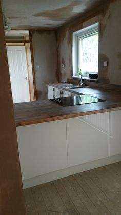The Kitchen Specialist design, install and fit high quality kitchens across Scotland and Glasgow to suit a range of budgets. For a free kitchen design contact us now on 07554 300 347 Last Door, Free Kitchen Design, Kitchen Installation, Bar Areas, Kitchen Doors, Glasgow, Bathroom Ideas, Appliances, Handle