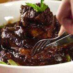 Espinazo de Cerdo en Pasilla - Warm Tutorial and Ideas Cheesy Recipes, Baked Chicken Recipes, Pork Recipes, Cooking Recipes, Healthy Recipes, Cooking Games, Cooking Blogs, Cooking Quotes, Batch Cooking