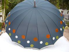 Cool Umbrellas, Umbrellas Parasols, Walking In The Rain, Singing In The Rain, Transparent Umbrella, Rain Fashion, I Love Rain, Brollies, Under My Umbrella