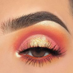 Eye makeup can easily complement your natural beauty and also make you look incredible. Find out the correct way to use make-up so that you are able to show off your eyes and make an impression. Learn the very best tips for applying make-up to your eyes. Coral Makeup, Pink Eye Makeup Looks, Eye Makeup Art, Colorful Eye Makeup, Natural Eye Makeup, Eye Makeup Tips, Smokey Eye Makeup, Cute Makeup, Makeup Goals