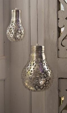 DON'T TRASH THOSE SPENT LIGHT BULBS!!! (if you still use this kind!) Spray paint a bulb with Metallic Spray Paint covered with lace. Remove the lace and ... POOF - pretty! #diy #upcycle #repurpose Christmas ornaments?