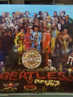Grote hoeveelheid LP's te koop, w.o. ook deze vd Beatles. Wij verkopen diverse LP's van de jaren 50,60,70,80 en 90-jaren.