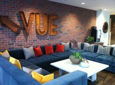 Hang out in our beautiful Stadium Vue Lounge with WiFi and compliemntary Starbucks coffee.  Enjoy the view of the AT&T Ball Park and the Bay Bridge while surfing the internet.