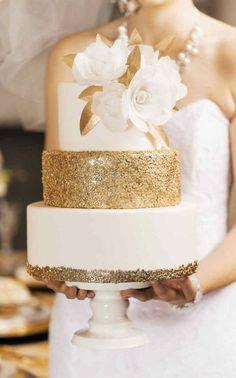 Torta con espectacular brillo y textura metalizada.  Ver más: http://www.webcasamiento.com/tortas-de-casamiento-modernas