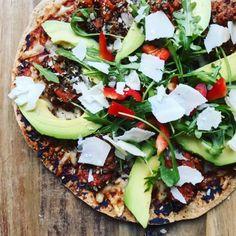 Tortilla pizza med kødsovs