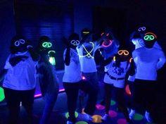 Resultado de imagem para neon party convite