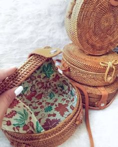 Bamboe clutch bags Just Trendy Girls # Diy Clothes Bag, Ethnic Bag, Diy Tote Bag, Basket Bag, Summer Bags, Knitted Bags, Crossbody Bag, Clutch Bags, Fashion Bags