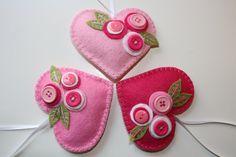 Love these felt hearts for Valentine's Day decorating! Felt Christmas Ornaments, Handmade Christmas Gifts, Valentine Day Crafts, Valentines, Fabric Hearts, Heart Crafts, Bird Crafts, Felt Decorations, Heart Ornament