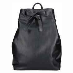 Nadčasový a elegantní kožený batoh, který je ručně vyráběny v malé Pražské dílně. #facebag #kozenybatoh #damskybatoh #vzdysva #ceskavyroba #rucnivyroba Leather Backpack, Backpacks, Bags, Fashion, Handbags, Moda, Leather Backpacks, Fashion Styles, Backpack