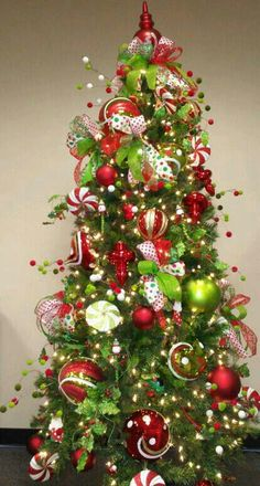 Lime green and red tree. These are the colors im going to decorate with! Love it!
