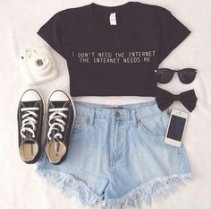 Celular+zapatillas+short+remera manga corta+moño+gafas=perfecction