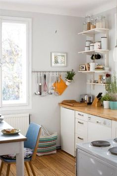 Nice storage ideas for when cabinet space is very little. #downsizing