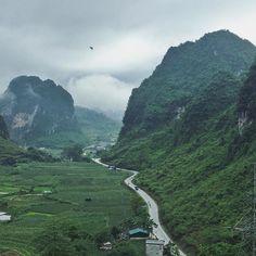 A gloomy day in Cao Bang province. So beautiful here   Caia na estrada e perigas ver :) #gloomyday #deomaphuc #caobang