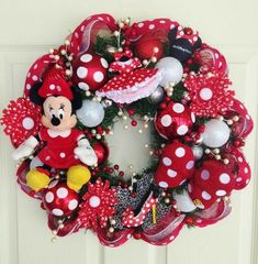 Minnie Mouse Wreath with items purchased at Tokyo Disney. This adorable Minnie Mouse wreath features a Minnie Mouse plush, antenna topper, Disney Diy, Disney Crafts, Mickey Mouse Wreath, Minnie Mouse Christmas, Christmas Mesh Wreaths, Christmas Crafts, Christmas Ornaments, Disney Christmas Decorations, Halloween