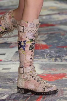 GIOKATHLEEN: Close up: Alexander McQueen at Paris Fashion Week Spring 2017