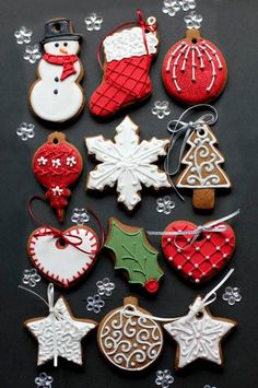These Christmas cookies are amazing! For all your Christmas cake decorating supplies, please visit w. Christmas Biscuits, Christmas Tree Cookies, Christmas Sweets, Christmas Cooking, Noel Christmas, Christmas Goodies, Holiday Cookies, Christmas Decorations, Christmas Cakes