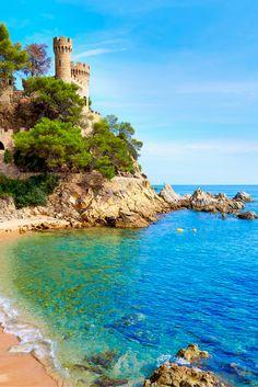 In Lloret de Mar kan je veel meer doen dan alleen maar feesten en relaxen op het strand! Je kan allerlei watersporten beoefenen en gaat samen met je beste vrienden de vakantie van je leven hebben. #Spanje  https://ticketspy.nl/?p=126454