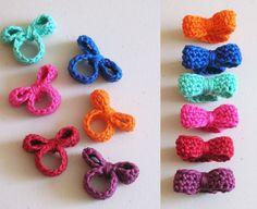 Anello con fiocco all'uncinetto http://www.lovediy.it/anello-con-fiocco-alluncinetto/ Uno #schema facile per realizzare all'#uncinetto un grazioso anello con fiocco!