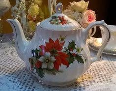 Vintage Sadler swirl design teapot with beautiful poinsettia and holly pattern