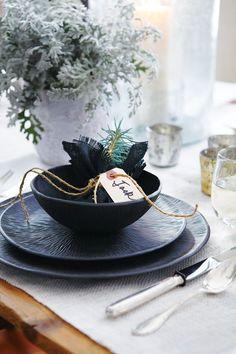 Textured Tabletop Holiday Decor // Photographer Michael Graydon // House & Home November 2008 issue