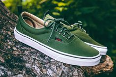 7aa1fd6976 The Military Twill Era PT combines the Vans classic low top skate shoe with  sturdy canvas uppers